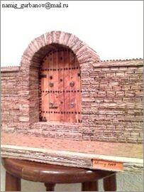 Намик Курбанов, Баку, Макеты зданий из картона: Старая дверь
