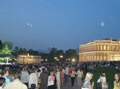 Ночь в музее - 2010. Москва, парк Царицыно (2) - народ гуляет. Фото Николая Ефремова