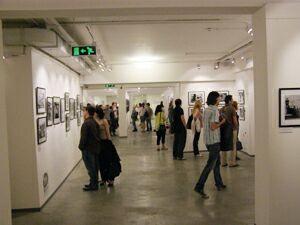 Ночь в музее - 2010. Москва, Центр фотографии имени братьев Люмьер (2) - в выставочных залах. Фото Николая Ефремова