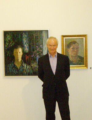 Председатель Исполкома МКСХ Масут Махмудович Фаткулин рядом со своей картиной Весна (Автопортрет), 1984 г.